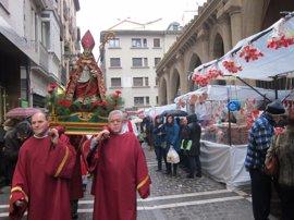 Pamplona celebra San Blas con un mercadillo de dulces y la soka-dantza