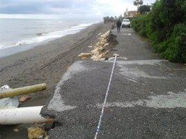 Comienzan en Málaga las actuaciones de emergencia en las playas de los municipios afectados por temporal