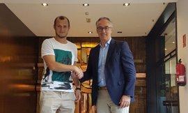 """Tebas anuncia una querella contra los que han causado """"miedo y amenaza"""" al futbolista Zozulya"""