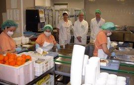 """Los pacientes del Valme de Sevilla valoran """"muy satisfactoriamente"""" la calidad del servicio de cocina"""