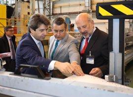 """Gobierno destaca la apuesta de Airbus por la innovación en la """"pujante"""" industria aeroespacial andaluza"""