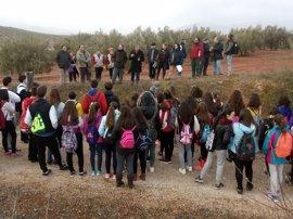 Escolares participan en el Día de los Humedales en Laguna Honda, Alcaudete (Jaén)