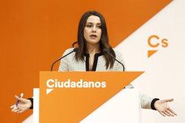 """Arrimadas: Cs volvería a negociar con el PSOE-A """"si las condiciones cambian"""" con Susana Díaz"""
