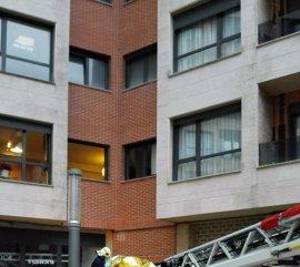 Bomberos de Bilbao evacuan de su piso a una vecina de Castro (Cantabria) con obesidad mórbida