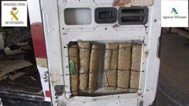 Detenido en Melilla con 22 kilos de hachís ocultos en su coche cuando pretendía embarcar a Almería