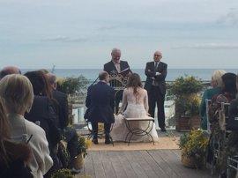 Ribó casa a Alexis Marí y Carolina Punset (Cs) en una boda repleta de políticos valencianos