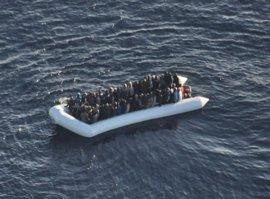Los guardacostas libios interceptan a 1.131 inmigrantes en sus aguas en la última semana