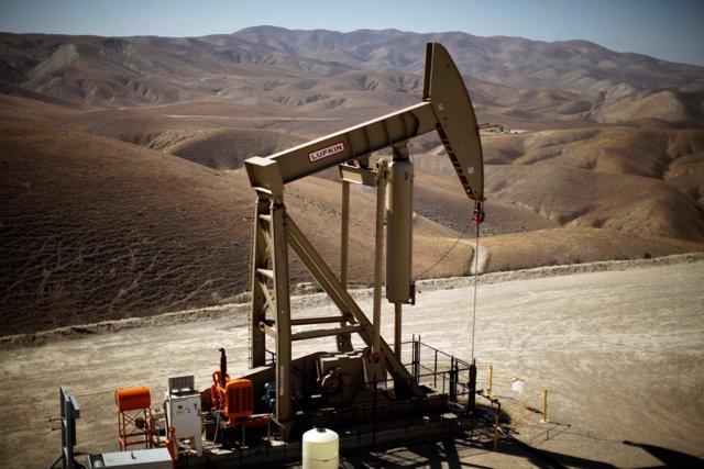 Torreta de bombeo de petróleo en California