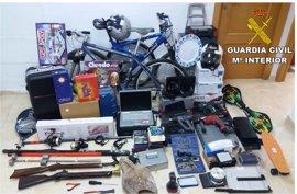 Detenidas dos personas por quince robos en trasteros de un edificio de La Vila Joiosa (Alicante)