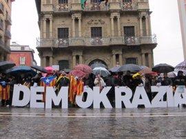 """Una concentración muestra su """"solidaridad con el pueblo catalán"""" ante el juicio por el 9N"""