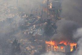 La reconstrucción de las viviendas chilenas quemadas llevará más de un año