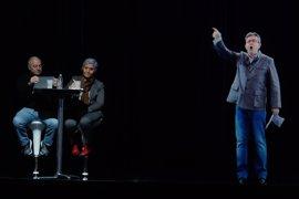 Mélenchon, presente en dos actos electorales a la vez gracias a un holograma