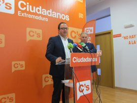 """Cs se ve """"muy lejos"""" de """"asomarse"""" a un gobierno del PSOE o del PP en Extremadura por la """"intervención"""" de la región"""