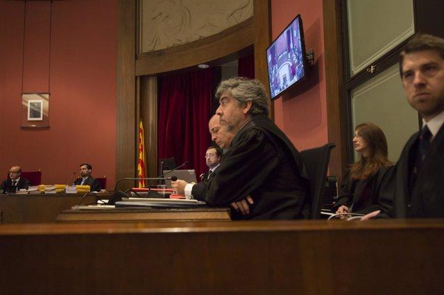 La defensa de A.Mas y dos conselleras en el juicio por la consulta del 9N
