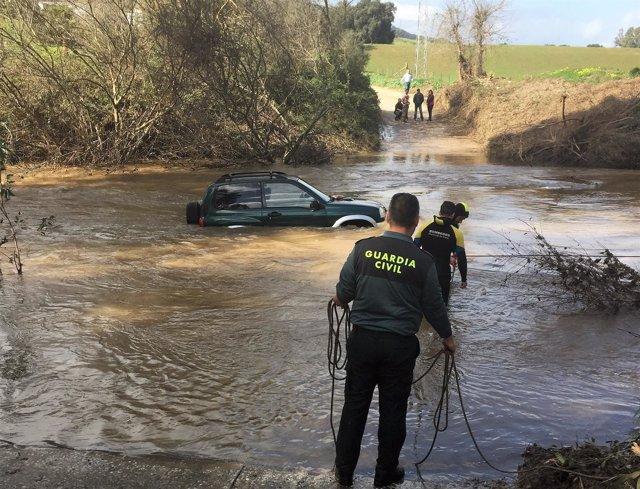 Rescate de la Guardia Civil en el río Hozgarganta
