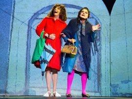Maruxa y Coralia, 'As Marías', vuelven a recorrer las calles de Santiago esta semana gracias a la obra 'Voaxa e Carmín'