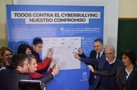 Profesores, alumnos y padres de 50 centros se comprometerán a denunciar y ayudar en casos de 'ciberacoso'