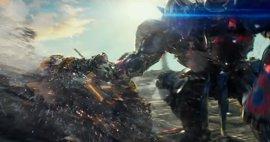 Transformers 5: Optimus Prime y Bumblebee pelean a muerte en el bestial spot de la Super Bowl