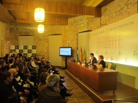 Reyes anima a los alcaldes a participar en el programa de la IV Feria de los Pueblos