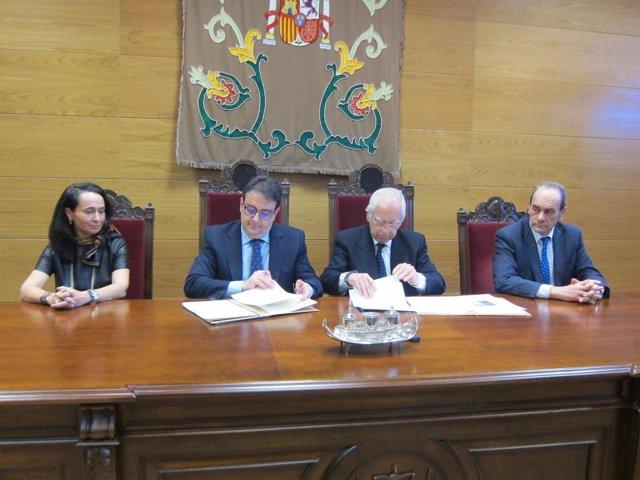Firma del protocolo entre Junta y Juzgados de Cáceres para mediación familiar