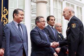 """Zoido destaca la """"amplia y exitosa"""" trayectoria del nuevo jefe superior de Policía de Andalucía Occidental"""
