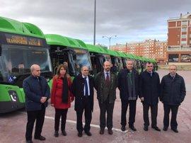 Un total de 14 nuevos autobuses interurbanos de gas natural darán servicio a varias líneas del sur de la región