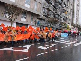 (AM)Unas 200 personas protestan ante el Parlamento por la falta de negociación de la Xunta con los empleados públicos