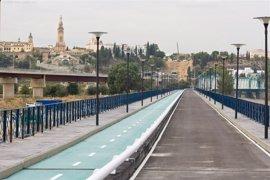 """Fomento no ve """"viable"""" un carril bici en el arcén del ramal de la SE-30 que enlaza con Tablada"""