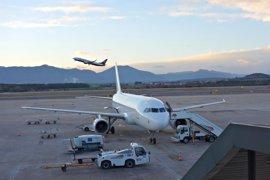 El aeropuerto de Girona recibe los primeros vuelos especializados en turismo de invierno
