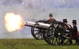 Salvas de cañón en Reino Unido para felicitar a Isabel II por su Jubileo de Zafiro