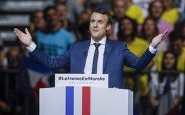 Macron niega los rumores de una supuesta relación extraconyugal con un periodista