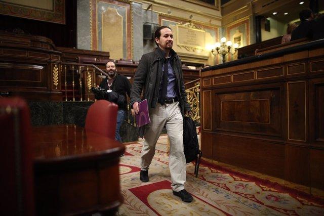 Pablo Iglesias llega al hemiciclo del Congreso para la sesión de control