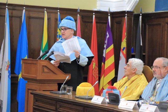 El doctor Almagro Gorbea, durante su discurso de ingreso.