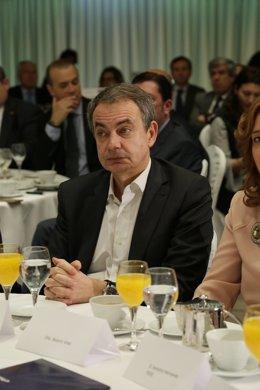 José Luis Rodríguez Zapatero en un desayuno informativo