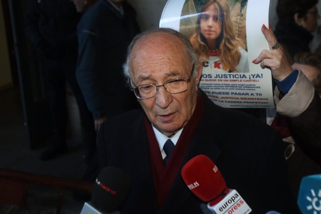 El abuelo de Marta del Castillo, a las puertas del Juzgado