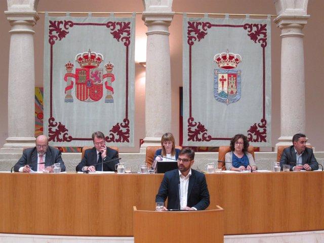 Diego Ubis en el parlamento de La Rioja