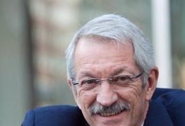 Alejandro Tiana se presenta a la reelección como rector de la UNED