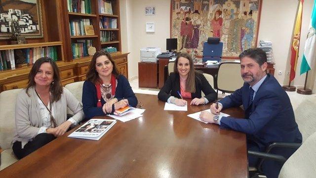 Ruiz (dcha.) y Cañadilla, durante la firma del convenio