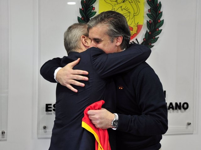 Blázquez abraza a Dueña en su despedida