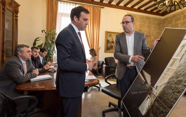 Monge (D) en la reunión en Bragança
