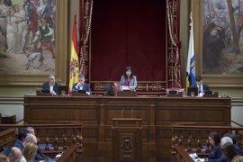 El Parlamento de Canarias respalda la labor formativa de la Escuela 'Luján Pérez'