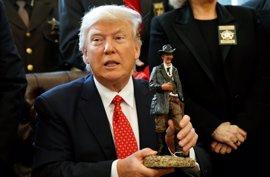 """Trump defiende su decreto migratorio y dice que peleará por él """"a través del sistema"""""""