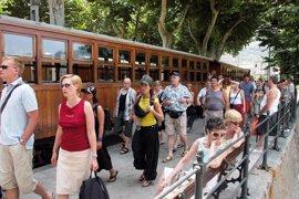 3.000 personas firman una petición para que no se retire el descuento a residentes del tren de Sóller