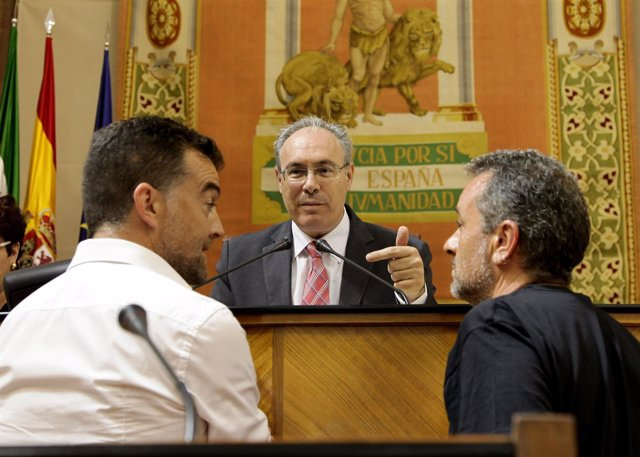 Los diputados de IU Antonio Maíllo y José Antonio Castro, ante Juan Pablo Durán