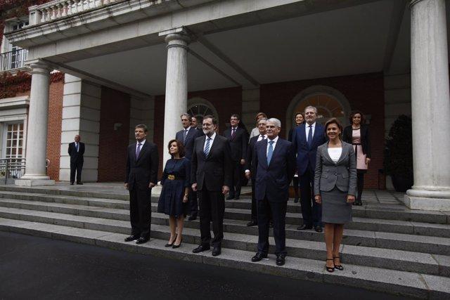 Foto de familia de los nuevos ministros con Mariano Rajoy en Moncloa