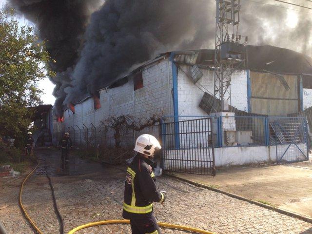 Incendio de la nave industrial del polígono Las Quemadas