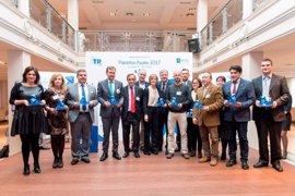 La gestión selectiva de papel y cartón de Barcelona recibe dos Pajaritas Azules