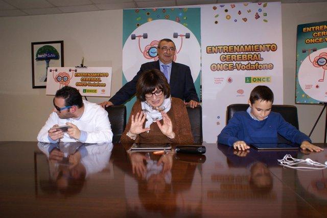 Presentación de juegos móviles para personas ciegas.