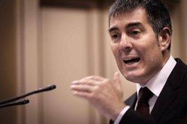 """Clavijo pide """"generosidad"""" para cambiar la financiación y PSOE y Podemos critican su política de """"despacho"""""""