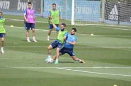 Carvajal se entrena con el grupo y apunta al Nápoles